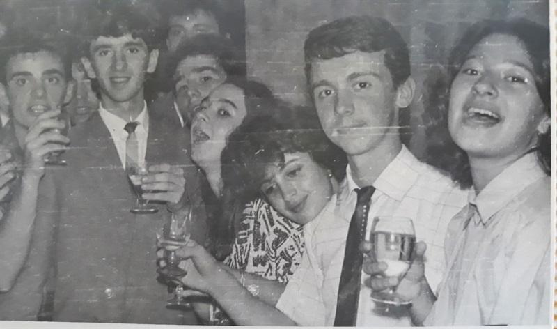 petrecere cu liceeni în anii 80