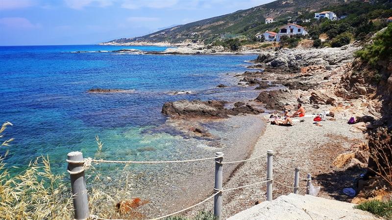 plajele din Ikaria izolate și sălbatice